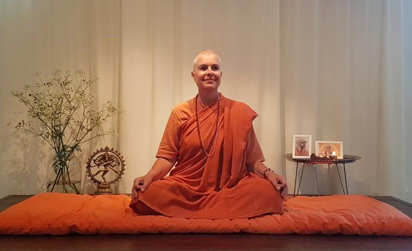 Fördjupning i yoga – hjärtats meditation, havan, yantra, mantra och kirtan med Swami Maitreyi 7 – 8 mars