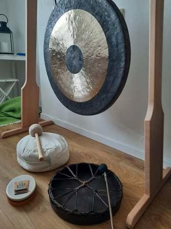 Yoga & Klang med ytterligare instrument som större gong, shamansk trumma m.m.