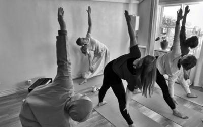 Kursstart Tisdag 13 oktober: Yoga Fortsättning – Yoga och meditation: Tema – Ryggens hälsa